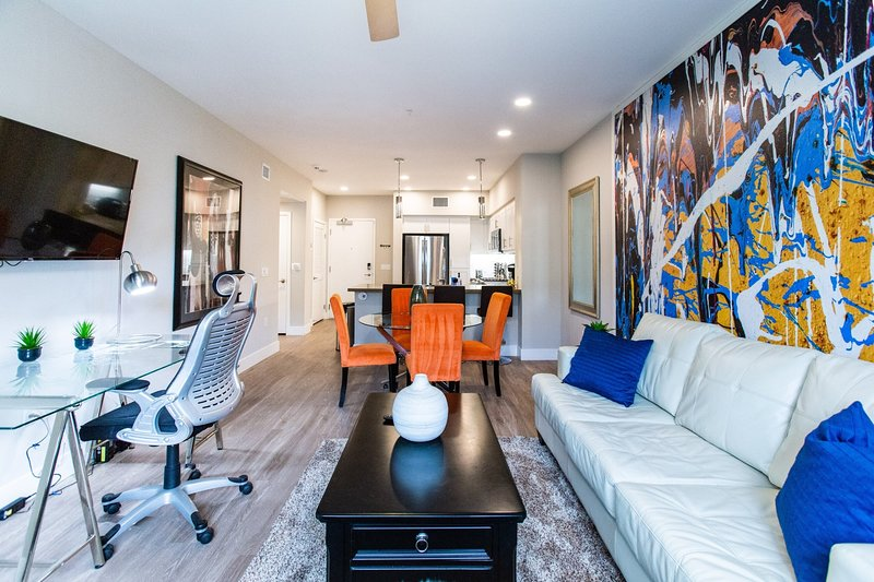 ⚝ Executive Stay ⚝ Cal King BD ⚝ W/D ⚝ Disney+ ⚝, holiday rental in Tustin