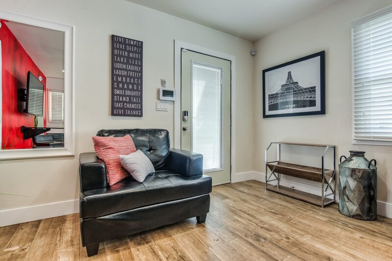 ⭐️King BD⭐️Studio⭐️Contactless Entry, holiday rental in Lakewood