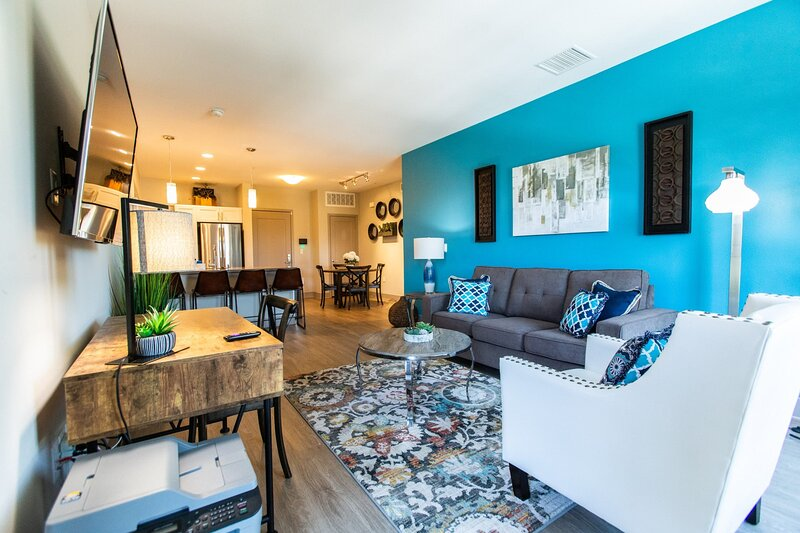 ⛱Pool⛱2 Cal King | W/D | Parking | Patio | Office, holiday rental in Fullerton