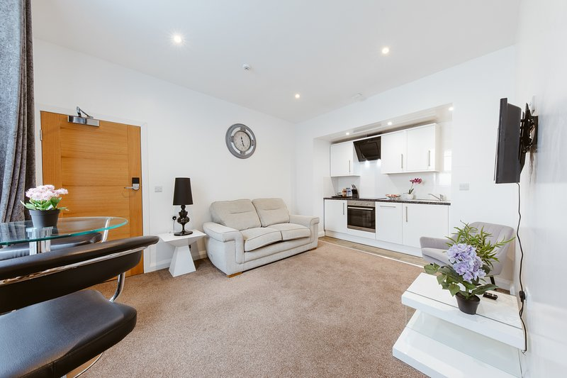 Central and Modern One Bedroom Flat 201, vacation rental in Oxford