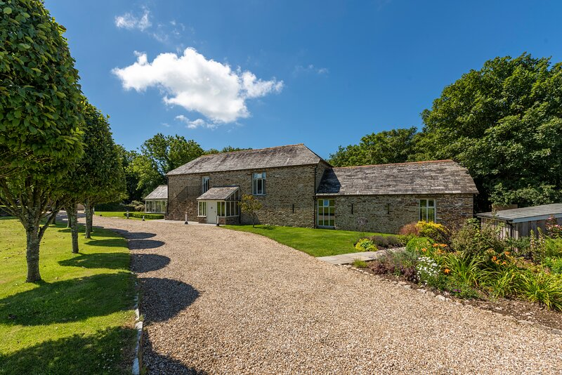 Mowhay Barn - near Padstow & beaches, holiday rental in Talskiddy