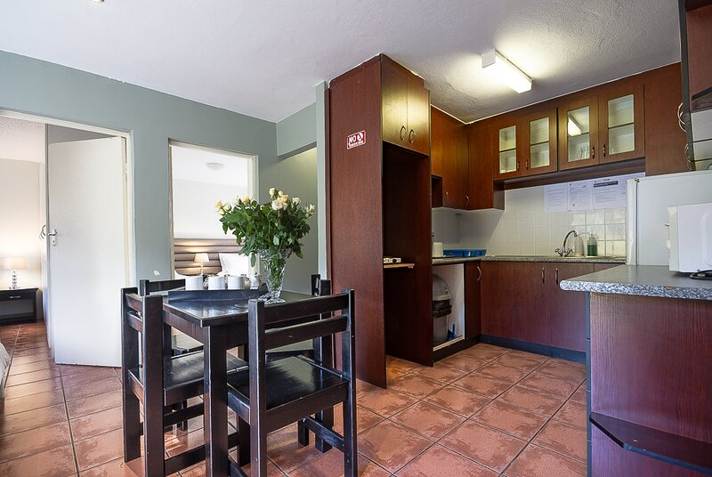 Kingfisher Hollow, Guinea Fowl, holiday rental in Elgin