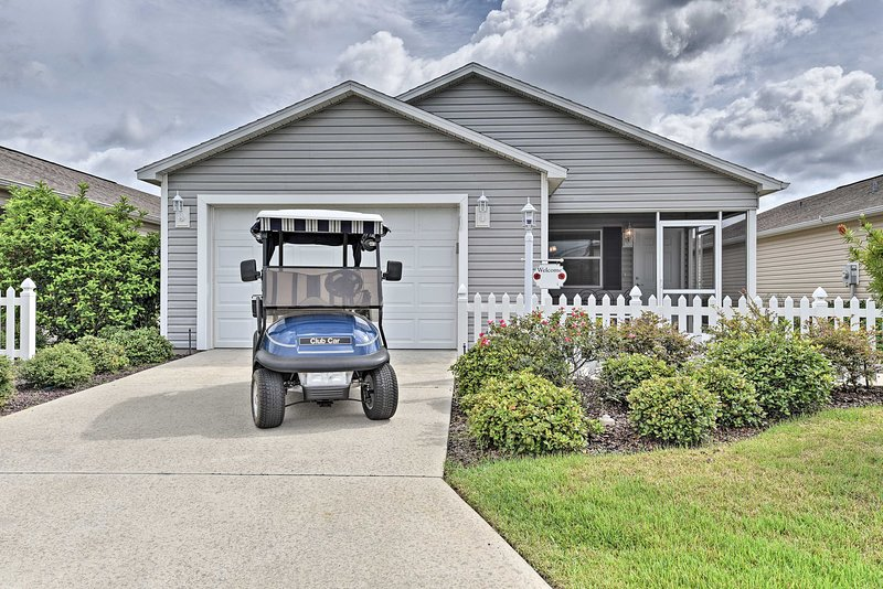NEW! Updated Villages Cottage w/ Golf Cart Access!, location de vacances à Leesburg
