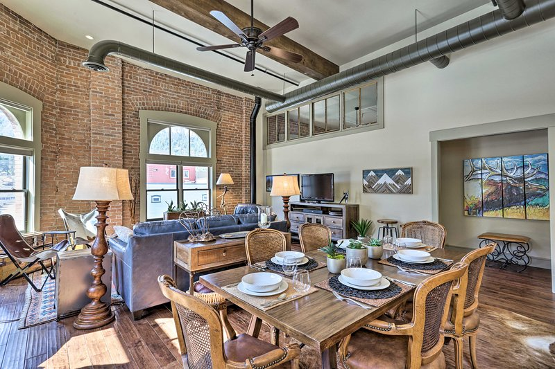 NEW! Modern Ouray Condo in the Heart of Downtown!, location de vacances à Ouray