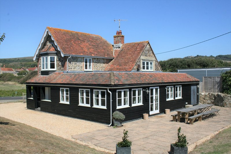 Greystone Cottage near beach at Brook Bay, Isle of Wight, holiday rental in Brighstone