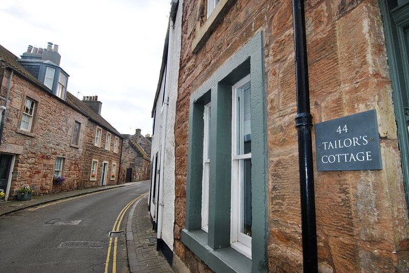 Tailor's Cottage- beautiful coastal home, Cellardyke, holiday rental in Cellardyke