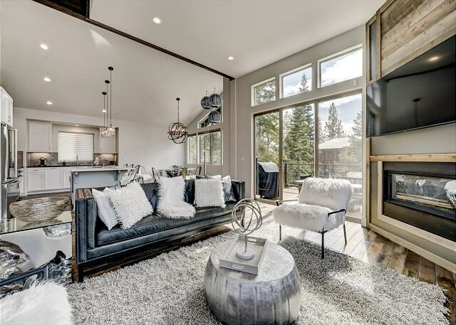 Elegant Luxury, Spacious Mountain Modern Tahoe Home (SL205), holiday rental in Genoa