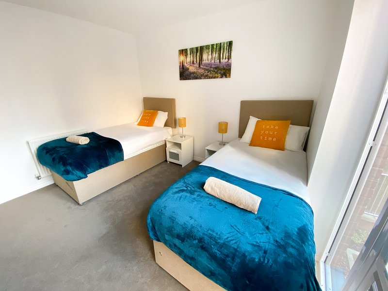 ⭐️Luxury Flat in Central MK with Free Parking & Smart TV by Yoko Property ⭐️, holiday rental in Milton Keynes