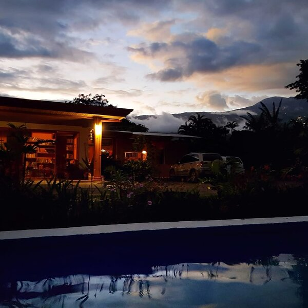 Casa Aquiares Lodge ...Toda la propiedad, vacation rental in Province of Cartago