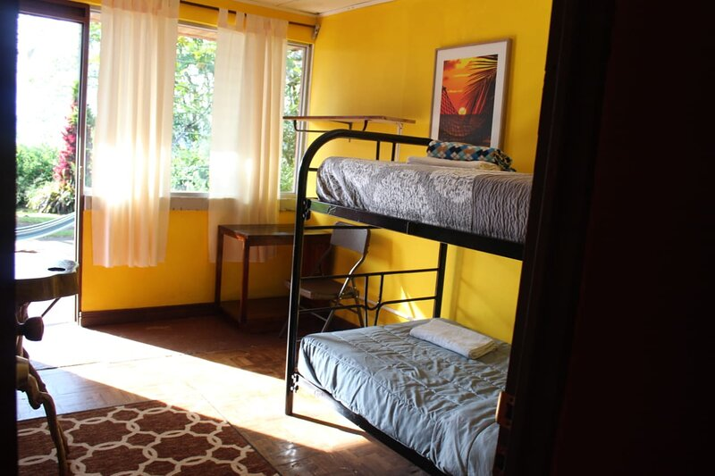 Habitación Doble con baño externo, vacation rental in Province of Cartago