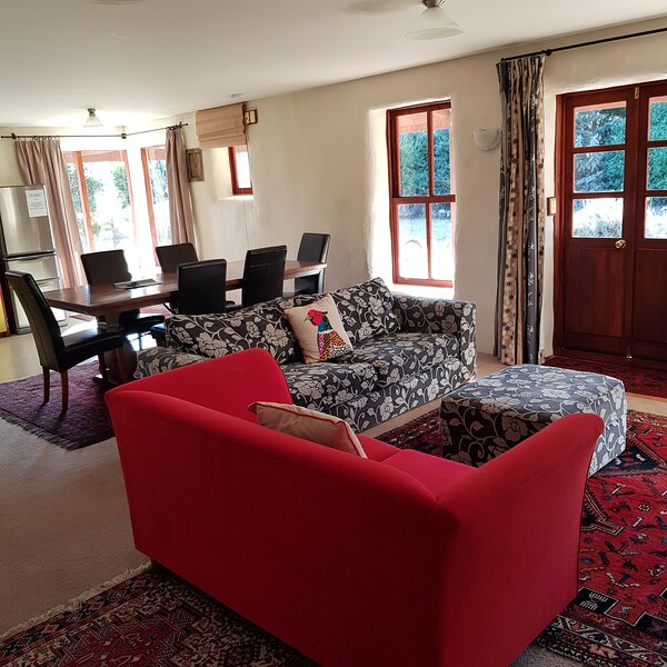 181 Lovely Straw Bale Holiday Home, holiday rental in Lake Hawea