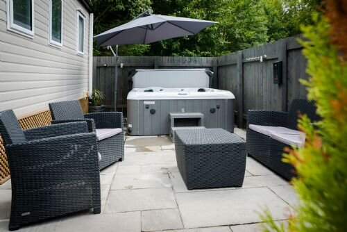 Woodside Retreat - Fabulous hot tub lodge, Golf, Dog Friendly, Ferienwohnung in Newton on the Moor