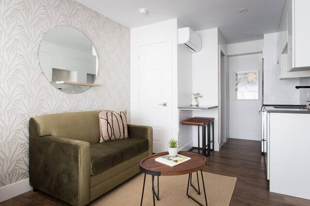 Romantic Studio in the Heart of Little Italy by Den Stays, vacation rental in Montreal