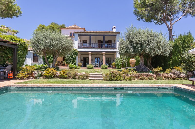 Villa Sierra Blanca Marbella, holiday rental in Istan