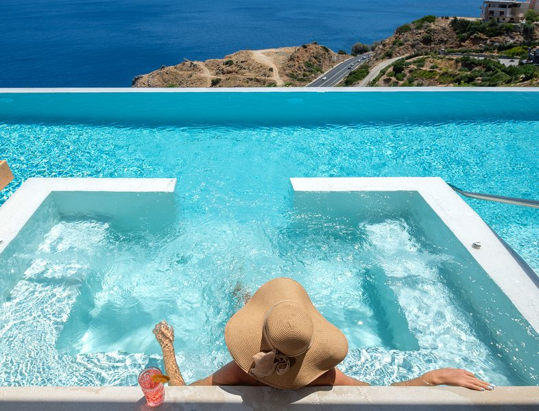 Villa Emiliana, Stunning sea views & infinity pool!, vacation rental in Heraklion
