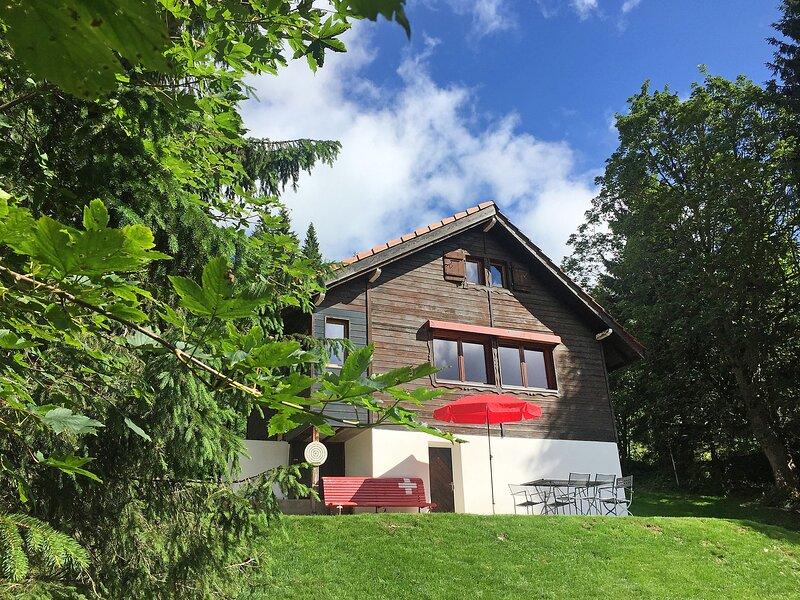 Chalet de la Vue des Alpes, holiday rental in Orvin