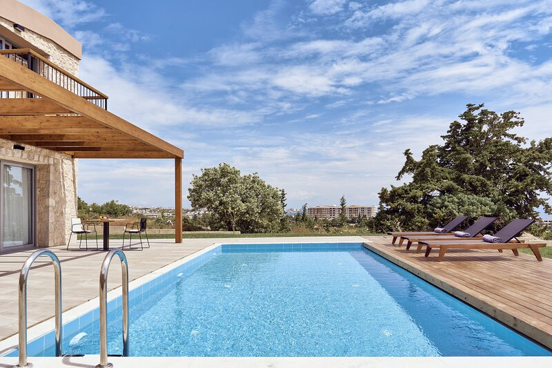 Spectacular SeaView Villa Anissa with Private Pool & 4 Bedrooms, location de vacances à Rhodes (ville)