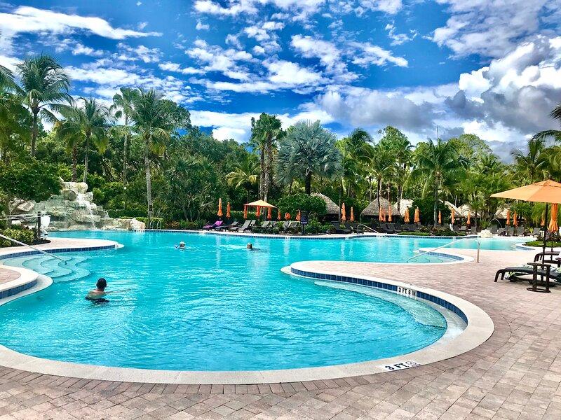Enjoy Resort Style Living, aluguéis de temporada em Lely Resort