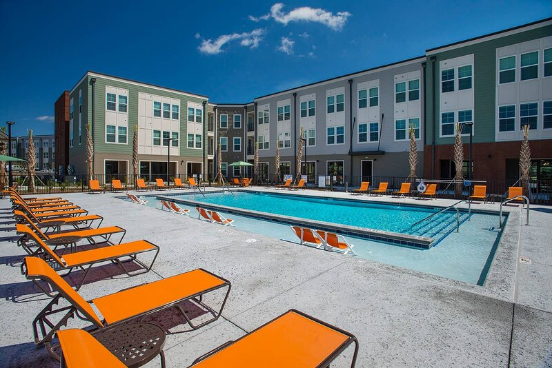 ⭕️NO CLEANING FEE! PARK CIRCLE RESORT �POOL GYM FIRE PIT 5+ CARS A - HBO Max, vacation rental in North Charleston