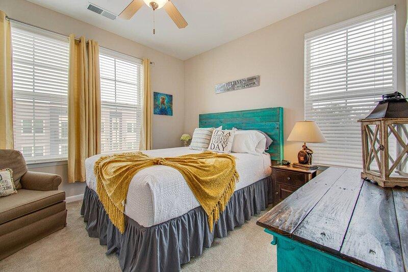 ⭕️PARK CIRCLE FIRE � PIT GYM RESORT POOL ROKU � GAMES B, vacation rental in North Charleston