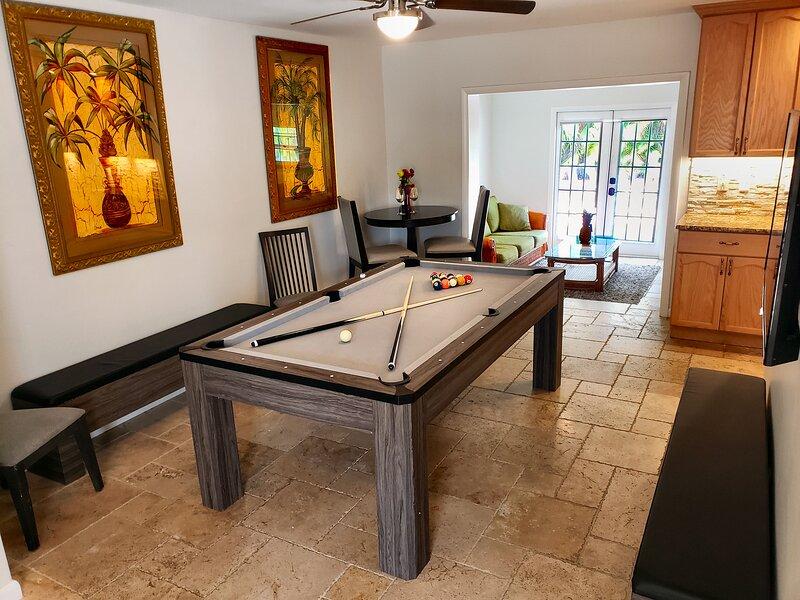EF 4Bdrm/3bath Jupiter Luxury HEATED POOL Home 5minute to Beach, Stadium, PGA!, holiday rental in Palm Beach Gardens