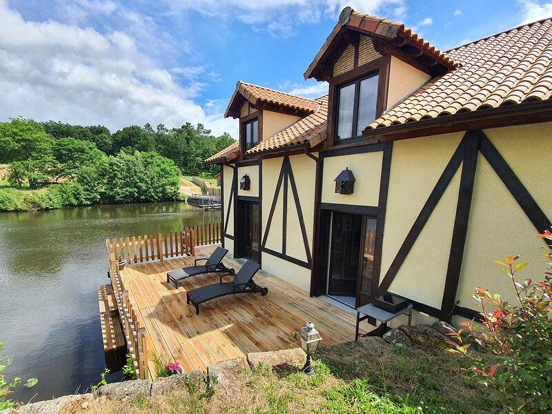 Le Gîte du Moulin de Lapeyre au bord de l'eau, vakantiewoning in Saint-Barthelemy-de-Bussiere