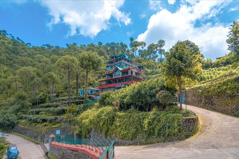 Cecil Cottages by Vista Rooms, holiday rental in Solan