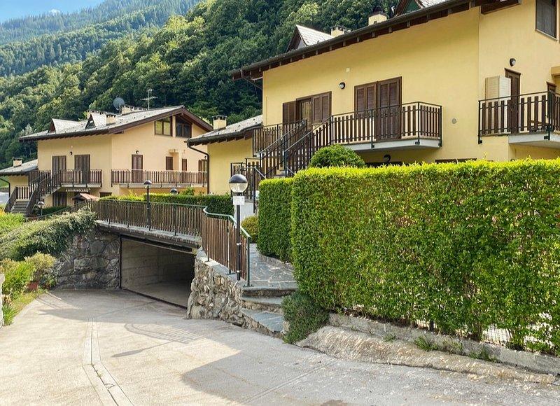 Appartamento con Giardino e Box in Valmalenco, holiday rental in Chiuro