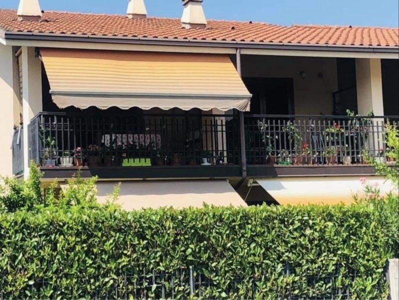 Sirmione Emma Appartamenti - Casa Vacanze Sirmione (Lago di Garda - Verona), vacation rental in San Martino della Battaglia