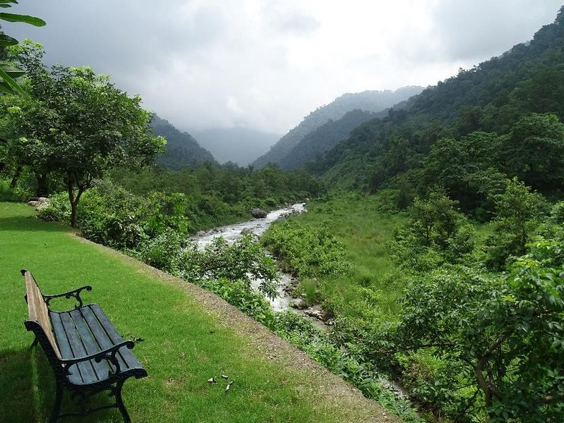 Syat House - By the River, with forested mountains, holiday rental in Jim Corbett National Park