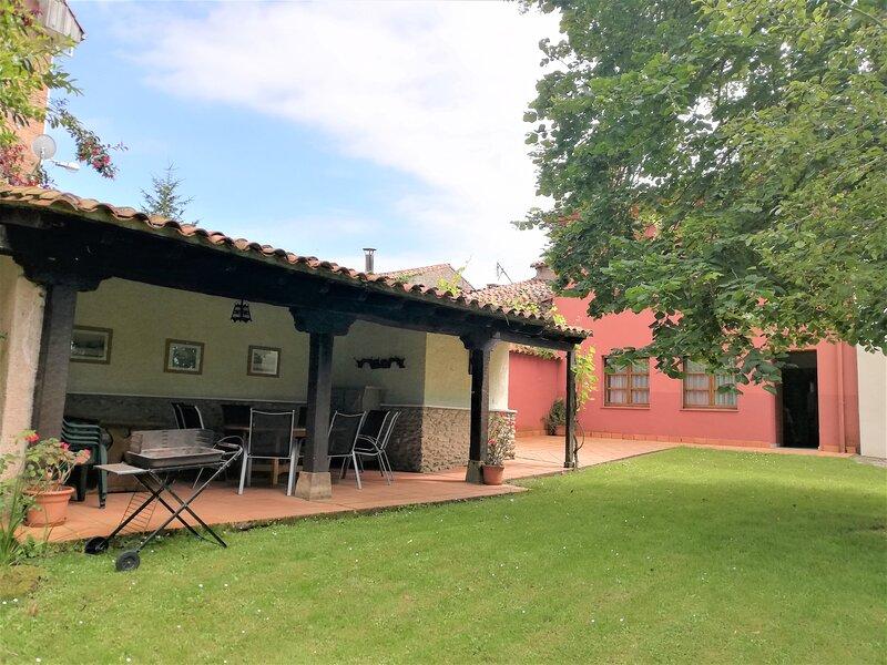 Colombres, Casa con jardín a 4 Km de playa, vacation rental in Buelna