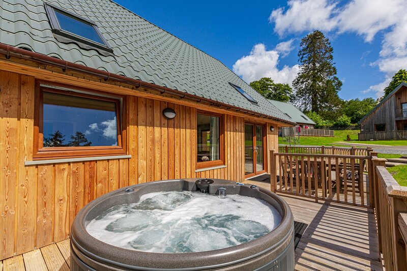 Lord Galloway 38 with Hot Tub, Newton Stewart, vacation rental in Newton Stewart