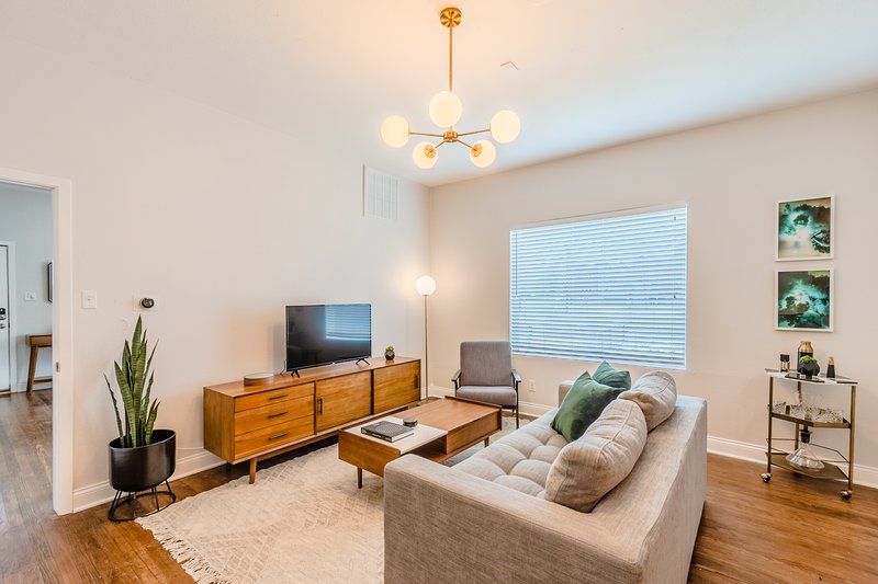 Abode | The Cedars | Modern 2-Bedroom, holiday rental in Wilmer