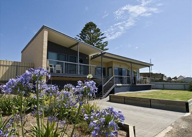 The Rookery - beachfront - fishing - couples - apartment - Penneshaw, vacation rental in Kangaroo Island
