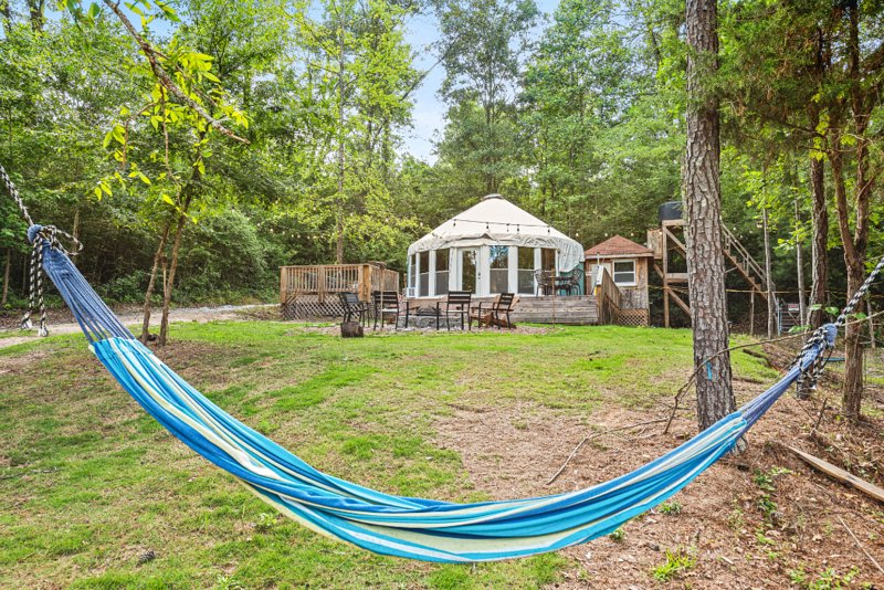 LUXURY GLAMPING,Secluded Yurt,Private Lake,Canoe, alquiler de vacaciones en Lithonia