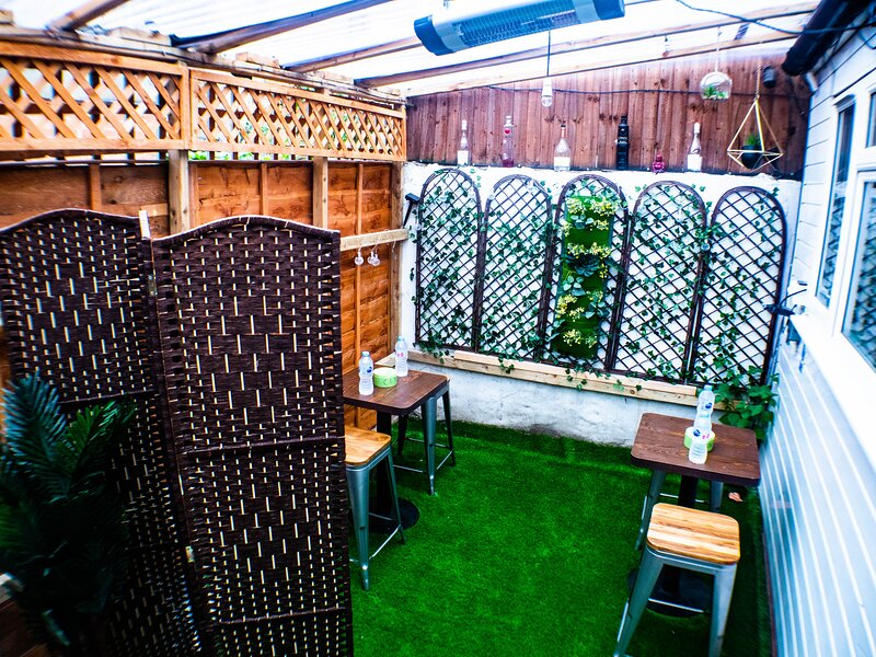 Boutique Apartment with Outdoor Patio Lounge - CLN Studios Apartment, holiday rental in Wood Green