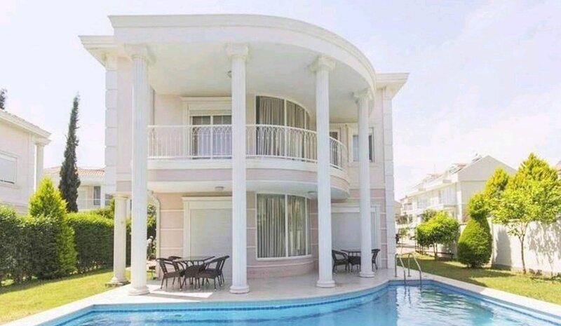 Tolerance 4-Bed Golf Villa, holiday rental in Kadriye