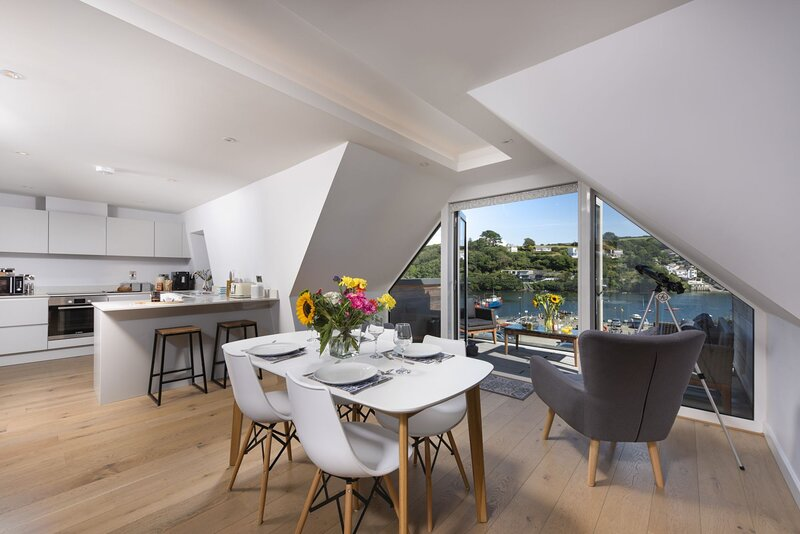 Fowey Penthouse - A stunning apartment with wonderful views., holiday rental in Fowey