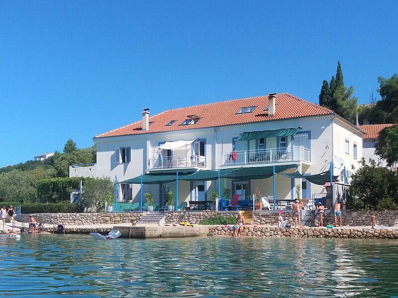 NEW! Holiday Rental Home  Direct on the beach with breathtaking sea view, vacation rental in Maslenica