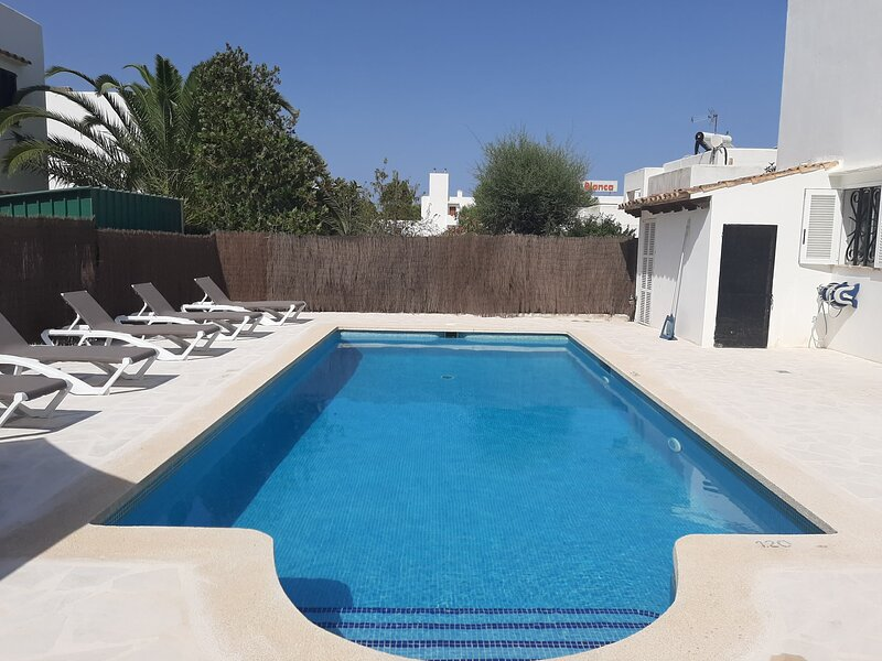 Spacious Villa 5 minutes from the beach, vakantiewoning in Cala d'Or