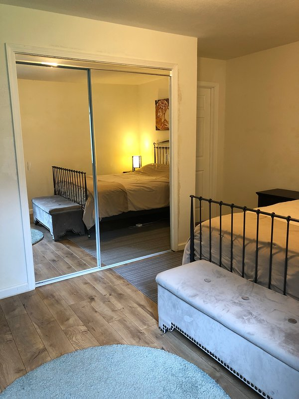 master bedroom with garden view close to san francisco, holiday rental in Canyon