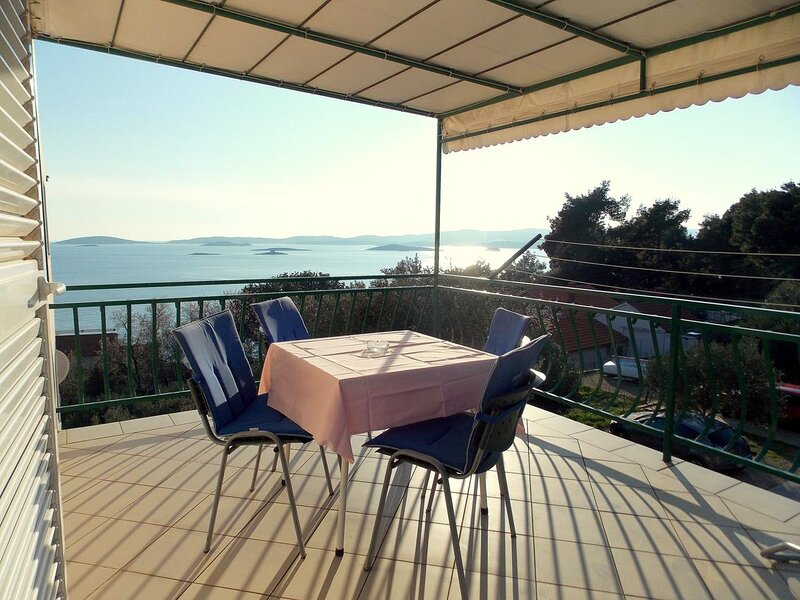 Mokalo Apartment Sleeps 4 with Air Con - 5870040, holiday rental in Donja Vrucica