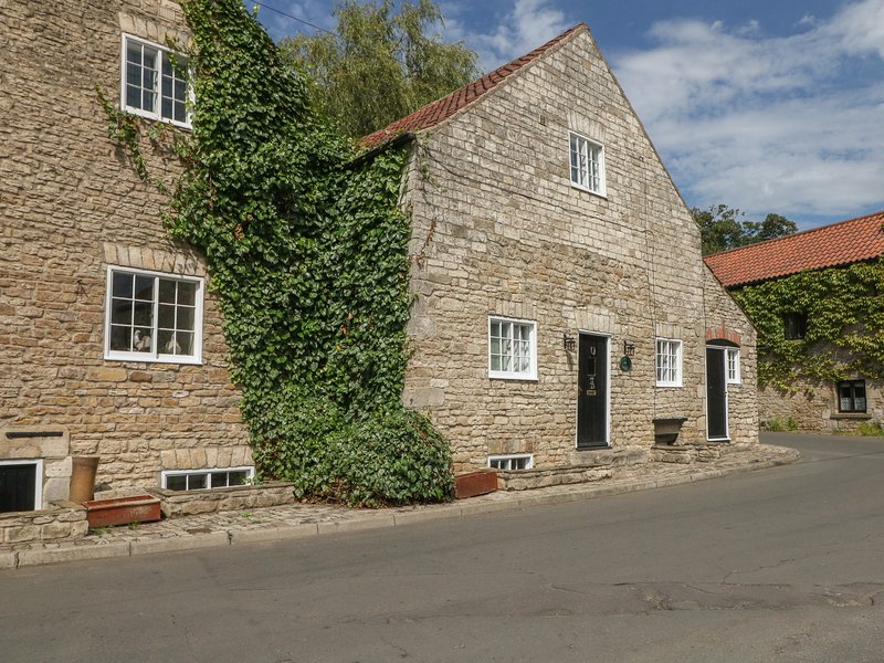 THE WATERMILL, pet friendly, luxury holiday cottage, with a garden in Tickhill, location de vacances à South Yorkshire