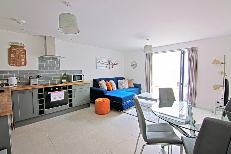 Your Apartment The Loft #9, alquiler de vacaciones en Kingswood