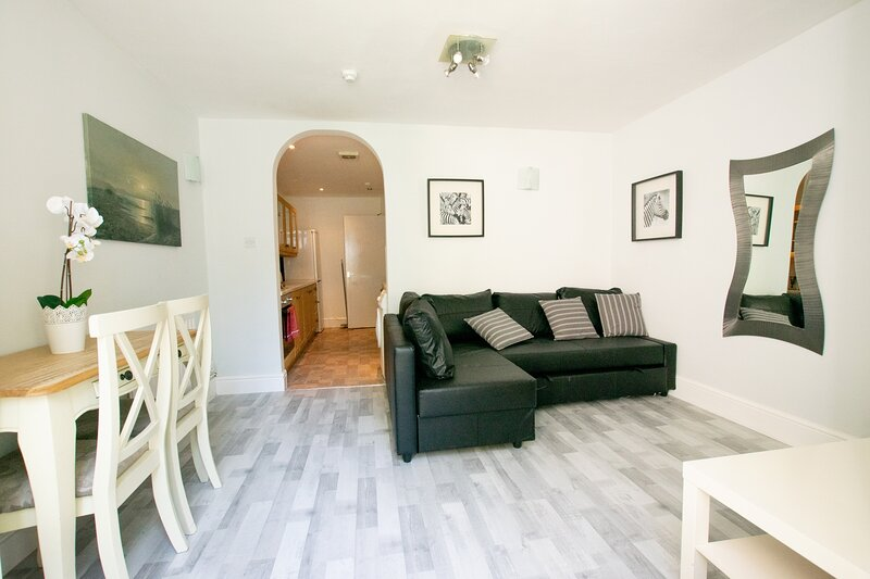 Your Apartment Garden Apartment - Kingsdown, holiday rental in Cribbs Causeway