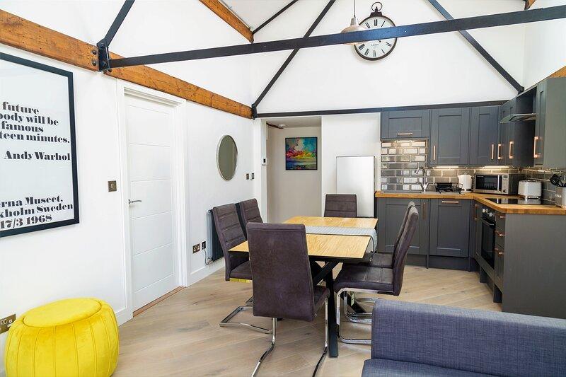 Your Apartment The Loft #10, holiday rental in Keynsham
