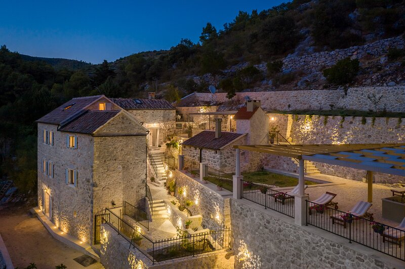Country Villa Hvar Hill with Pool, vacation rental in Zarace