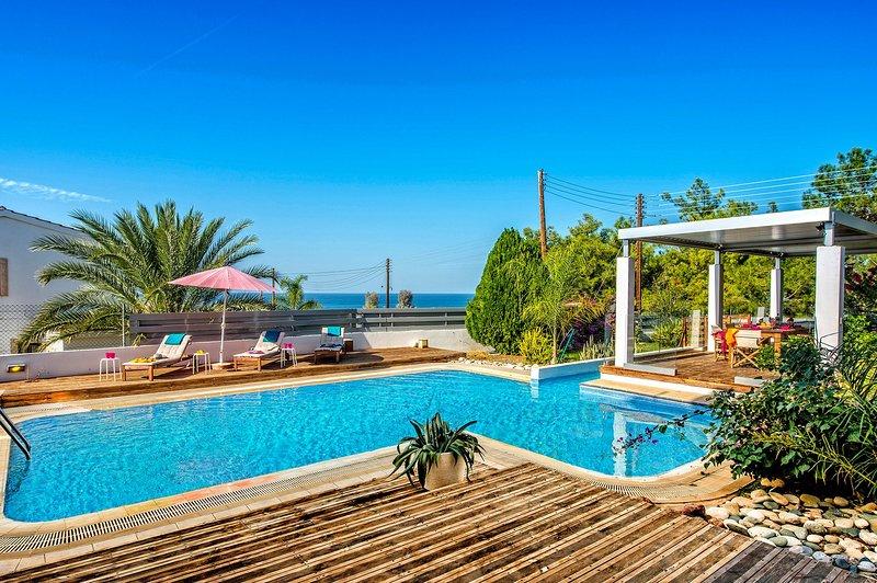 Argaka 4 bed Luxury Villa - Amazing Sea Views - Stunning Private Pool & Garden, holiday rental in Argaka