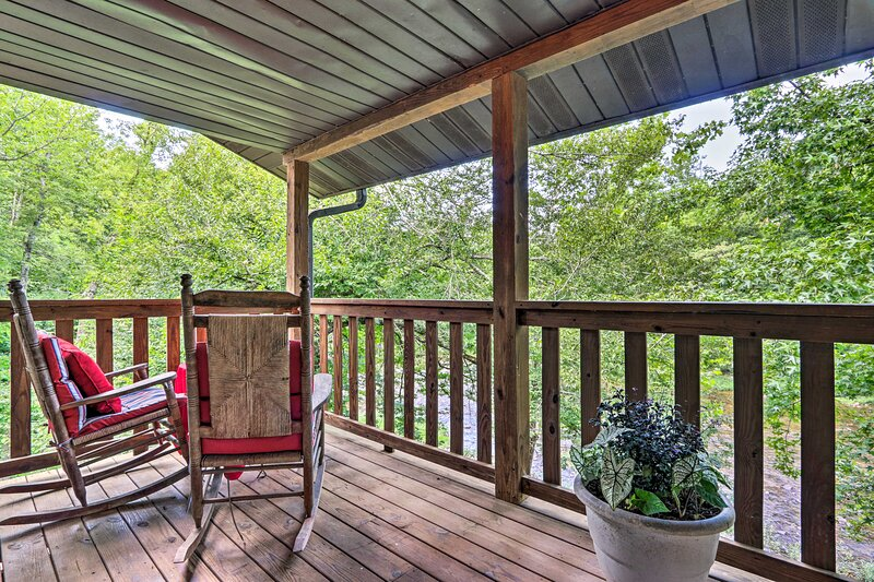 NEW! Riverfront Couple's Retreat in the Smoky Mtns, vacation rental in Townsend