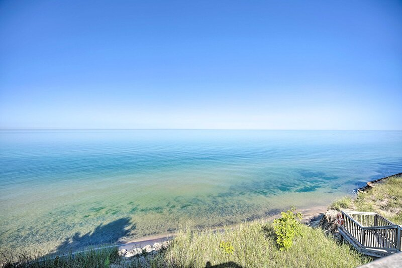 Beautiful Lake Michigan is just 1 mile away!
